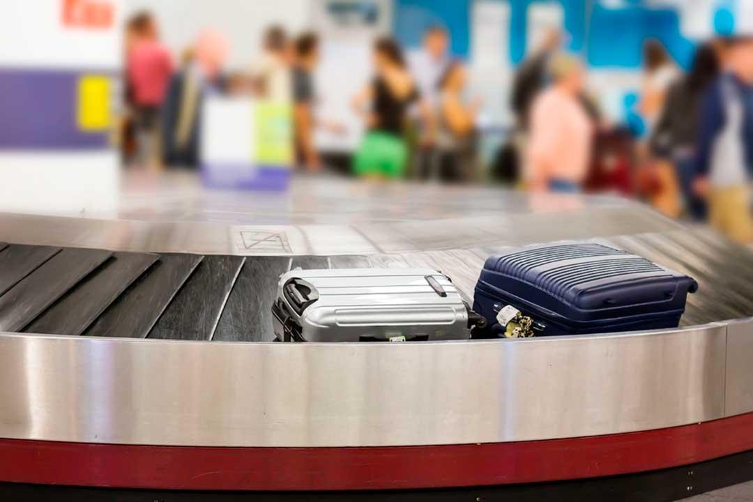 ¿Qué hacer si nos entregan con retraso o se pierde la maleta en el avión?