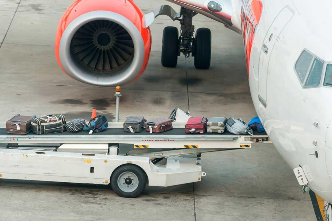 ¿Cómo evitar que nos roben o dañen la maleta facturada en el avión?