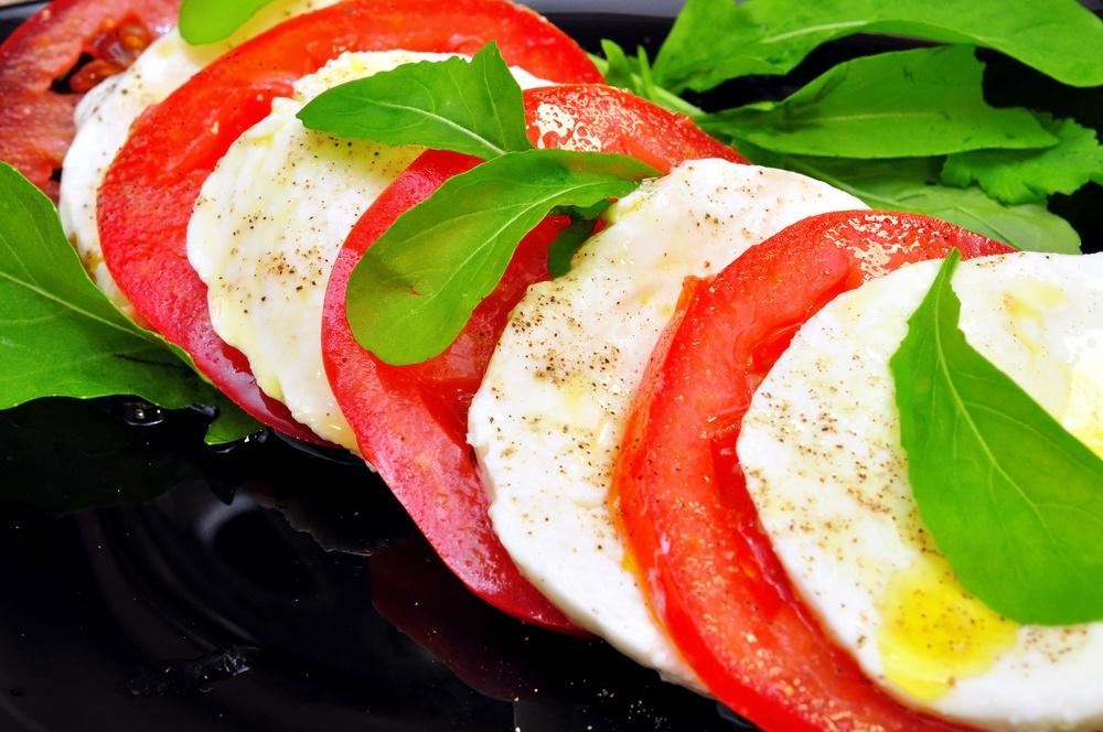 Ensalada de mozzarella y tomate