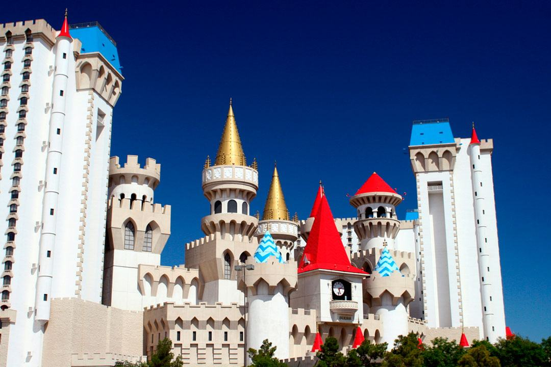 hotel excalibur de las vegas inspirado en el castillo de camelot del Rey Arturo