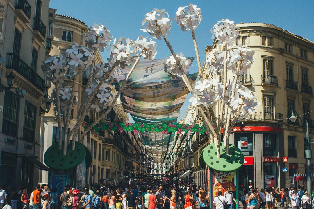 La Feria de Málaga es una de las Ferias de Andalucía que se celebra de día en el centro de la cudad