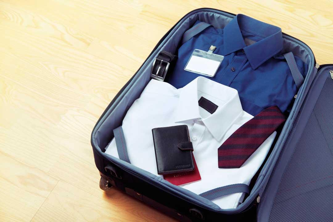 como ordenar la ropa en la maleta