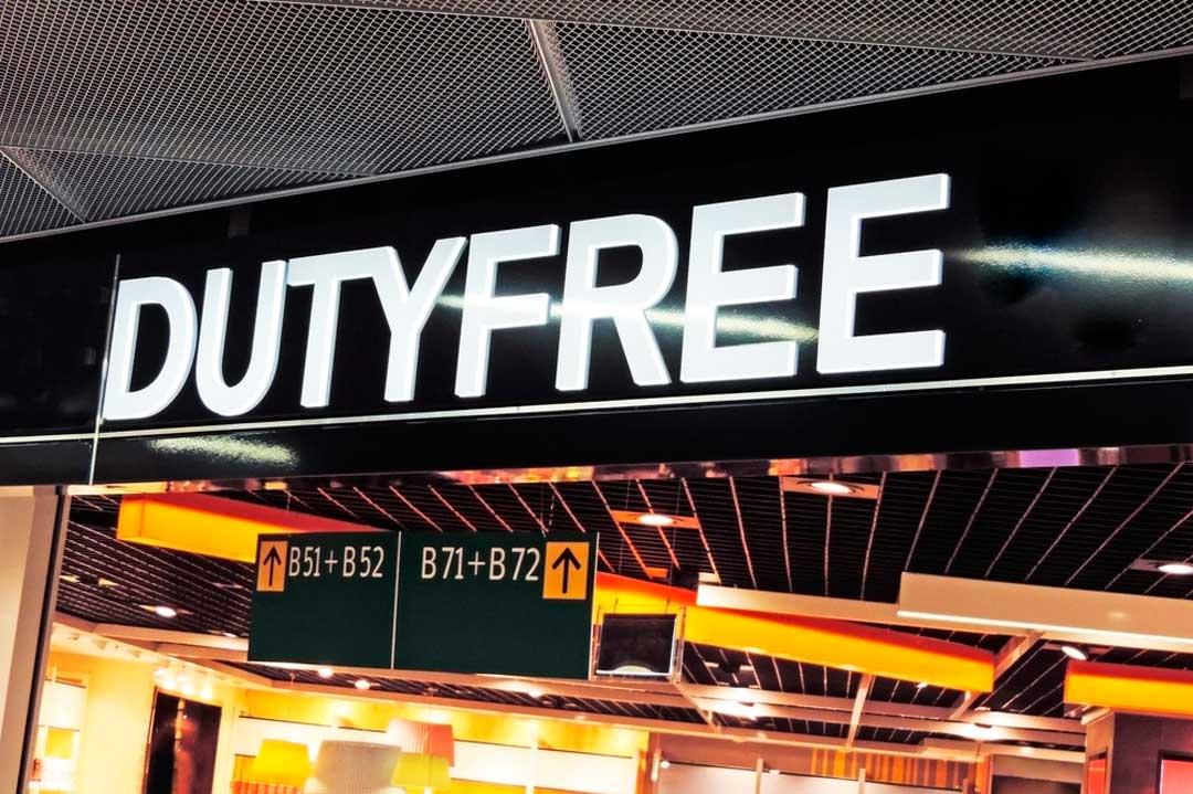 Las compras de las tiendas del aeropuerto Duty Free se pueden llevar en cabina aparte de la maleta de mano. Eso sí, respetando unas normas.
