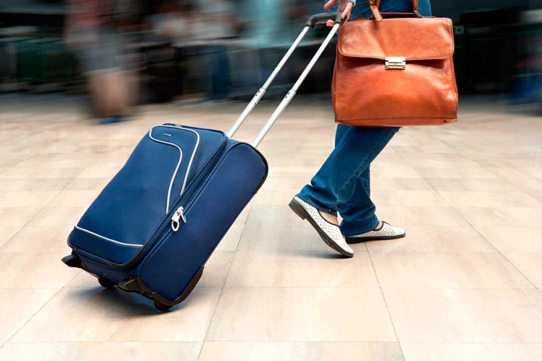 Si quieres hacer viajes baratos, controla los gastos extra de tu vuelo, como la facturación del equipaje.