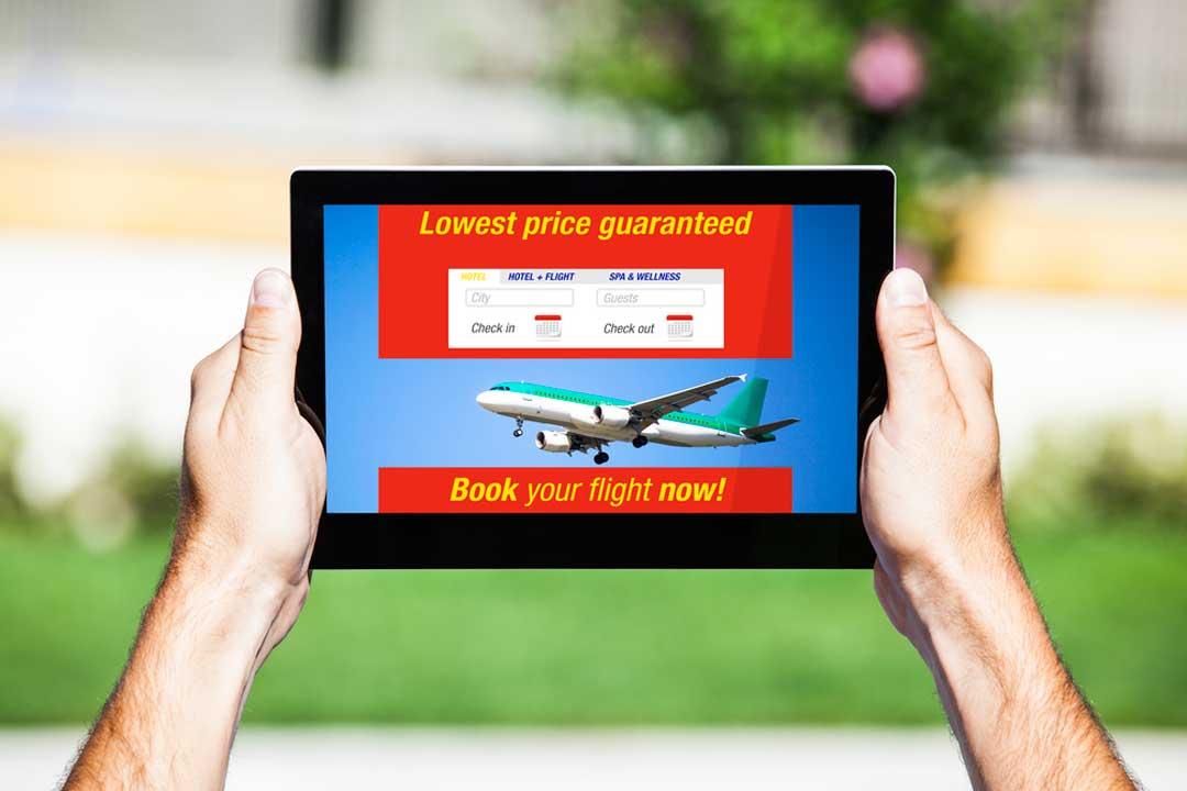 Un consejo para viajar barato es reservar a través de buscadores o plataformas online. Podrás obtener ventajas y descuentos.