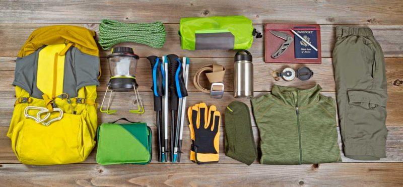 Botas de trekking, ropa de trekking, bastones de trekking... Ten a punto el equipo de trekking para otoño y organízalo adecuadamente en la mochila.