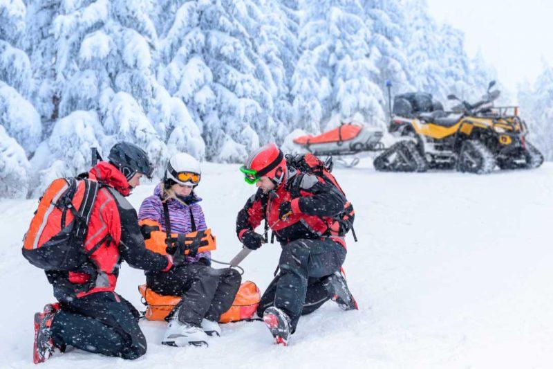 Evitar y afrontar los accidentes de esquí: el seguro de esquí y el decálogo del esquiador