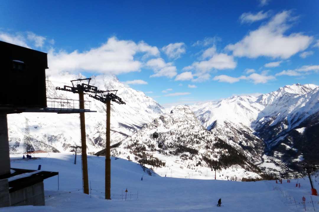 Courmayeur en el Valle de Aosta es uno de los mejores viajes a la nieve que puedes hacer