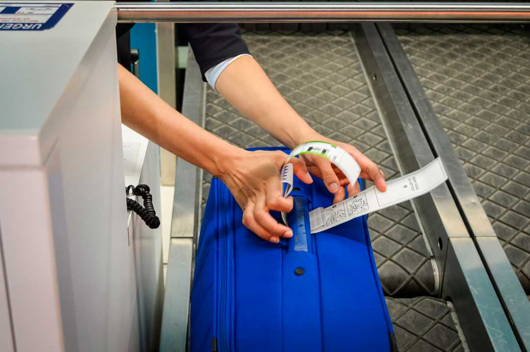 Entre las dudas frecuentes de los vuelos con escala está la de si hay que volver a recoger y facturar el equipaje en el aeropuerto de conexión