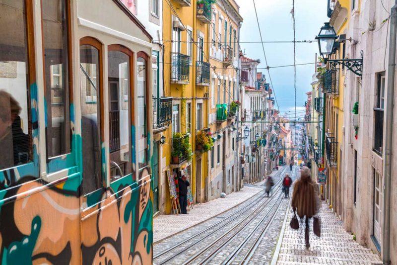 Viajar a Eurovisión 2018 te permitirá disfrutar del Bariro Alto, la zona para salir de noche