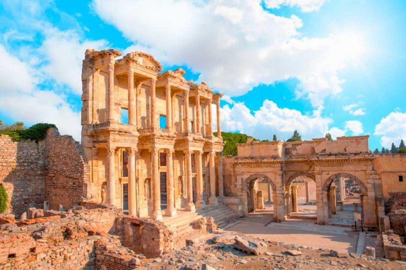 Es habitual visitar las ruinas de Efeso al viajar a Turquia